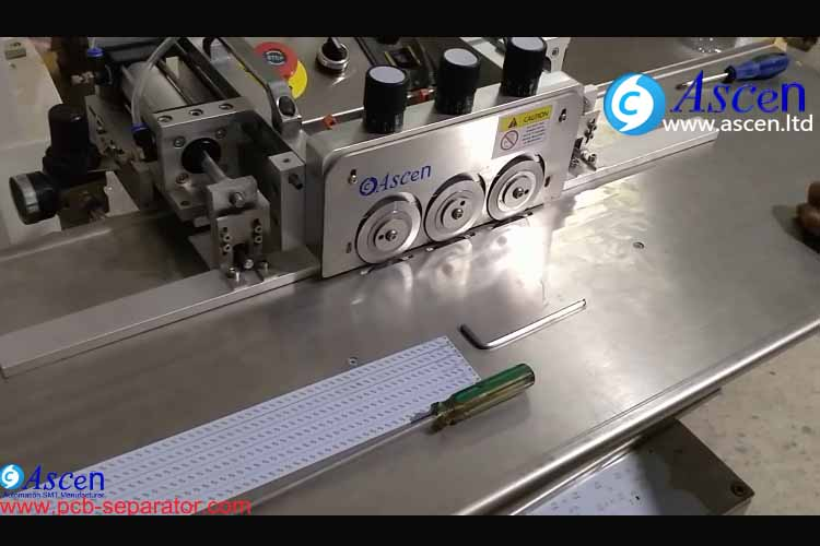 PCB cutting machine automatic adjust cutting width