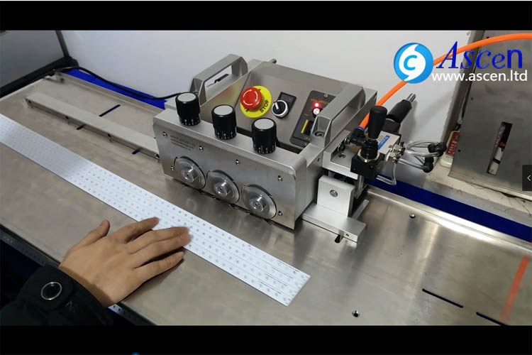 PCB automatic adjustable width cutting machine